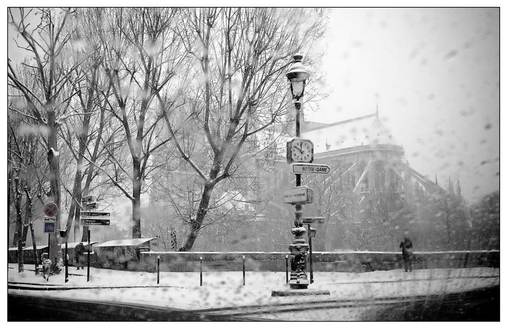 Première neige de l'année sur Paris ce matin. 20091217-p1020901...e_resize-16879a0