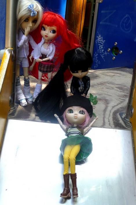photos de vos dolls...ridicules XD (toutes dolls confondues) P1030236-1a863a8